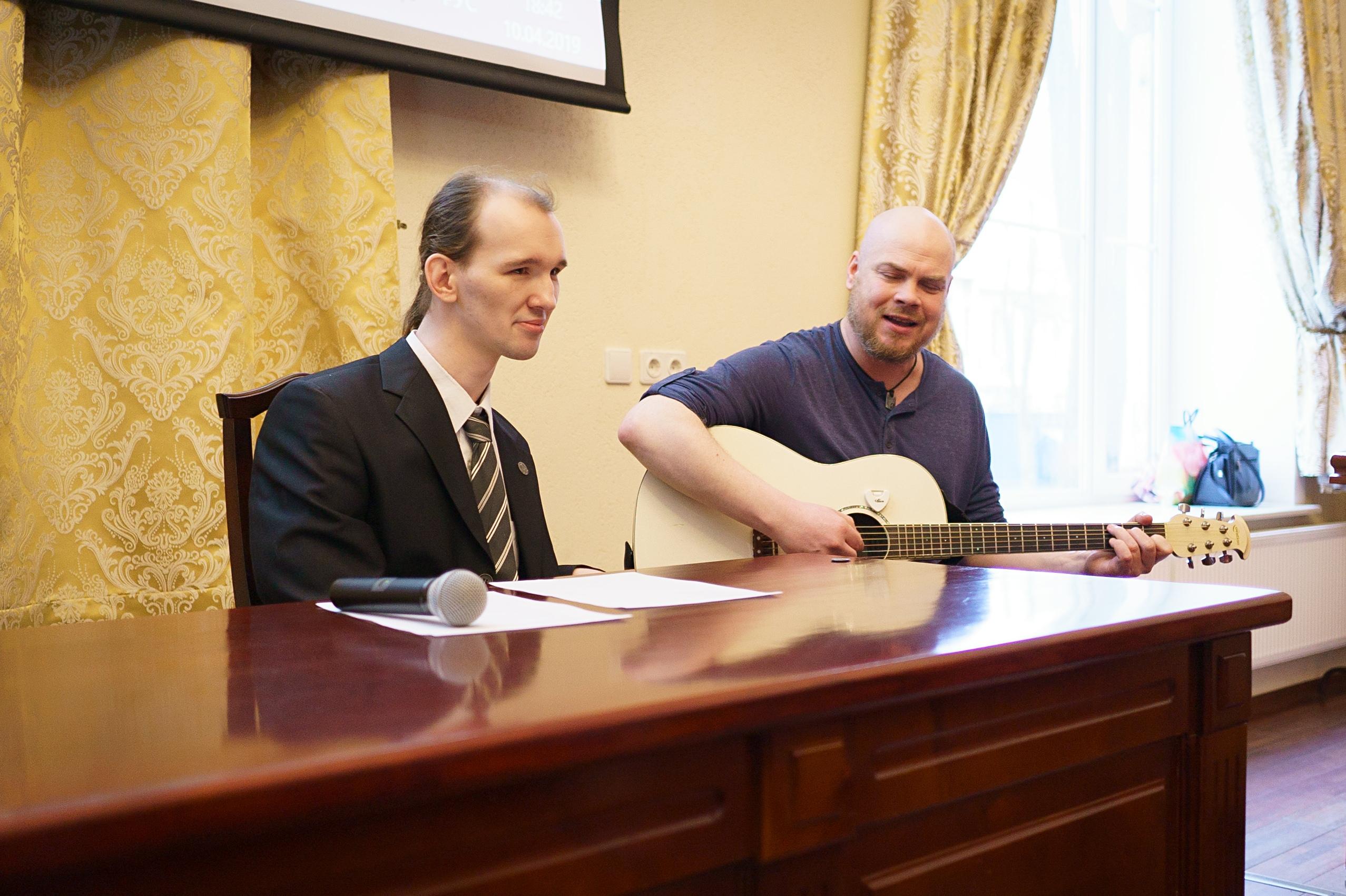 поэт Александр Меркушев и поэт-композитор Александр Яцуренко